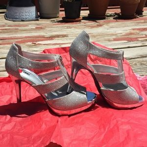 Fioni Silver Cut Out Heels